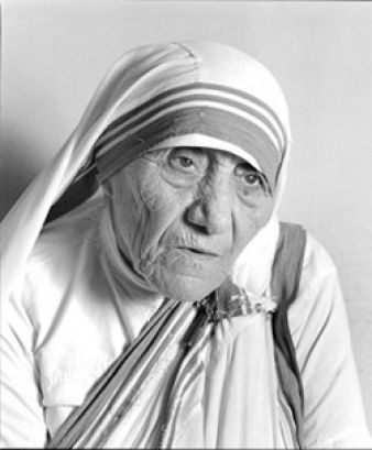 Mother Tereza is awarded with the Nobel Prize for Pace